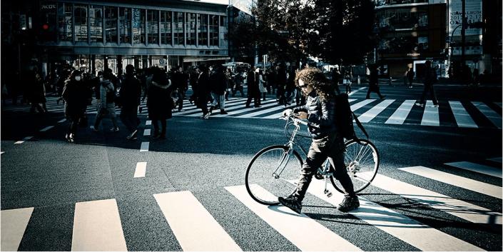 bici scende e spinge