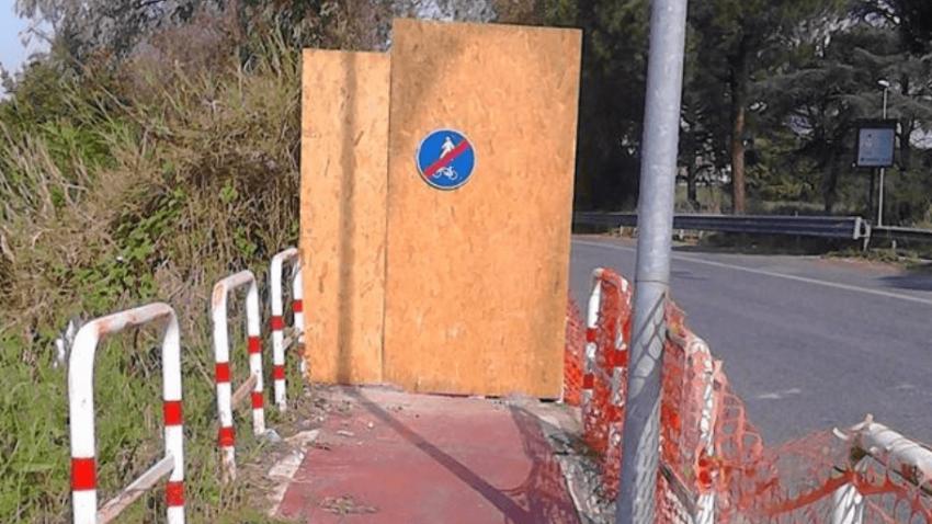 Blocco lungo la ciclopedonale di Via del Foro Italico