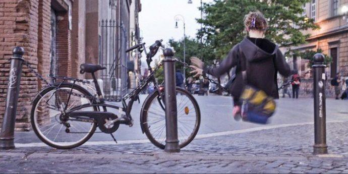 bicicletta parcheggiata