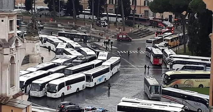 I bus turistici bloccano Roma